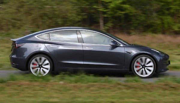 imagen coche eléctrico tesla